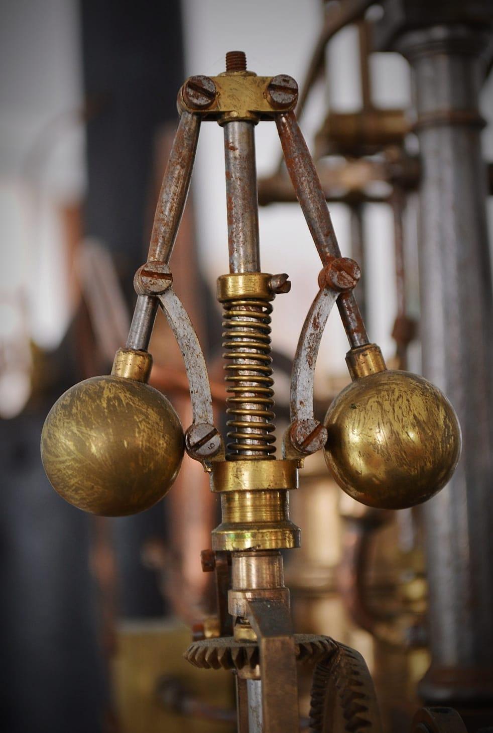 """""""Hai unha forza motriz máis poderosa que o vapor, a electricidade e a enerxía atómica: A VONTADE"""" (Albert Einstein). Regulador de esferas de Watt. Detalle da máquina de vapor de James Watt."""