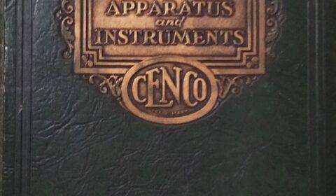 """""""Ao que un home chama Deus, outro chámalle leis da física"""" (Nikola Tesla).  Portada do Catálogo Physical Apparatus and Instruments da Editorial Central Scientific Company (CENCO) de New York. Ano 1929."""