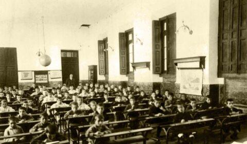 """""""Os nenos son coma o cemento fresco; calquera cousa que caia sobre eles deixa pegada"""" (Haim Ginott). Escola dos Nenos da Fundación Fernando Blanco de Cee. Ano 1917."""